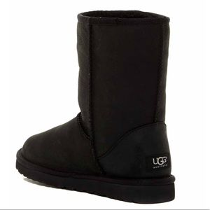 UGG Classic Short Leather Boot *yes, GENUINE*